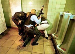 Они не успели замочить террористов  в сортире: В Ставрополье найдены тела двух полицейских